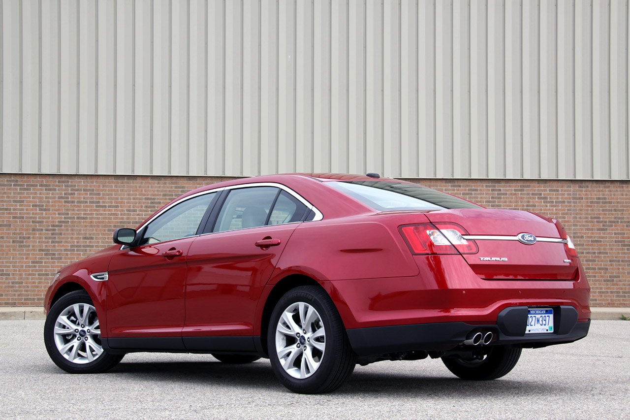 Review 2010 Ford Taurus Sel Photo Gallery Autoblog