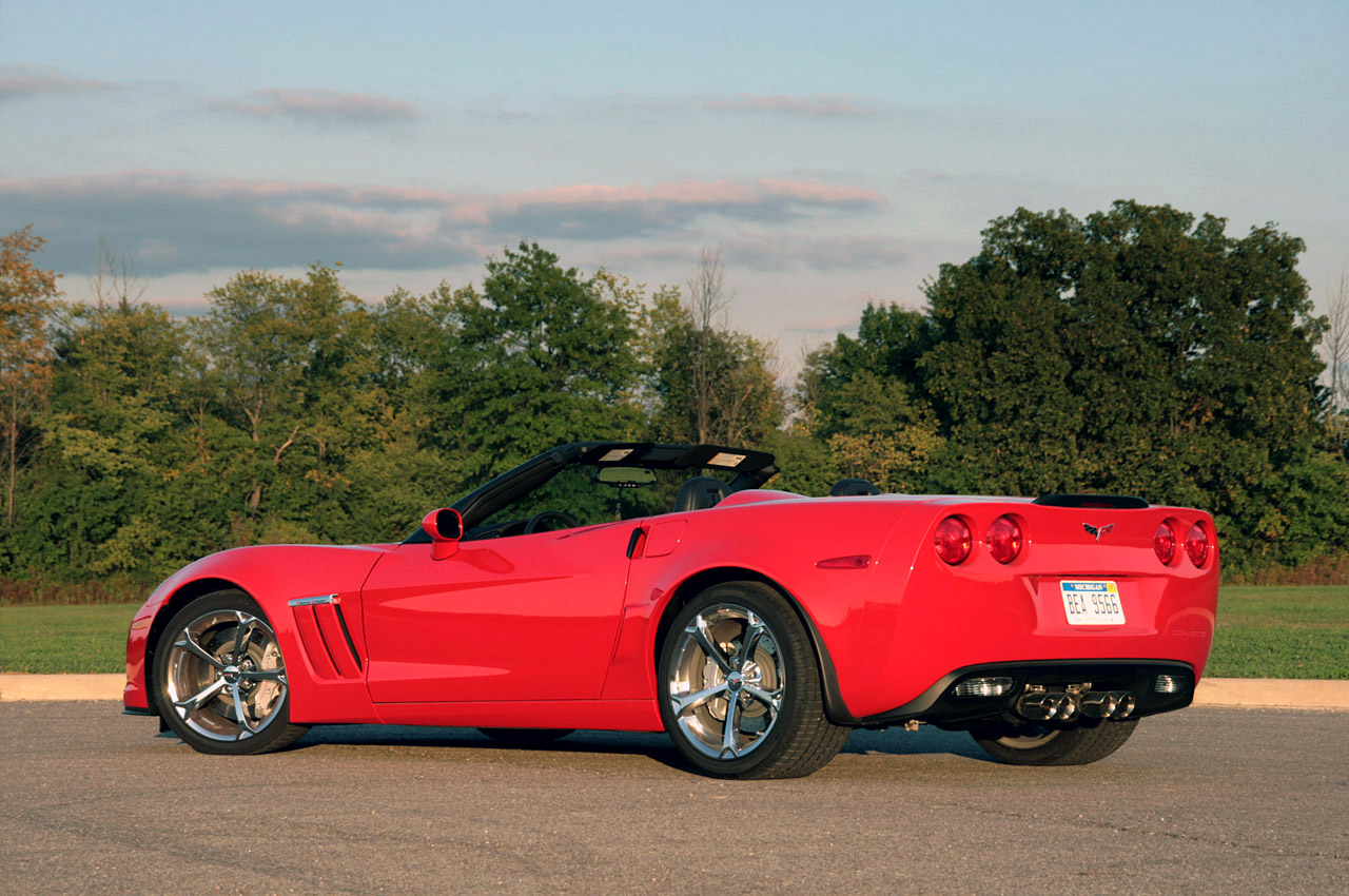 review 2010 chevrolet corvette grand sport convertible. Black Bedroom Furniture Sets. Home Design Ideas