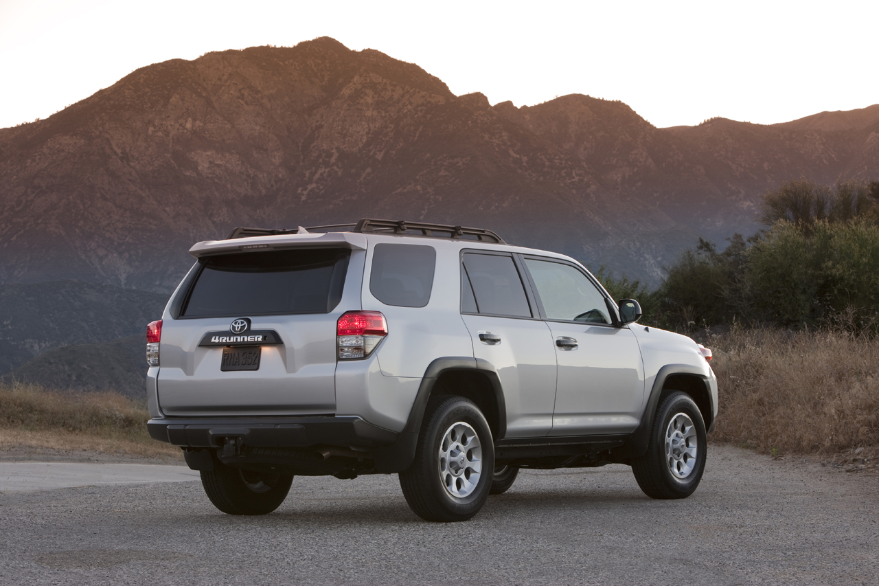 2010 toyota 4runner trail photo gallery autoblog. Black Bedroom Furniture Sets. Home Design Ideas