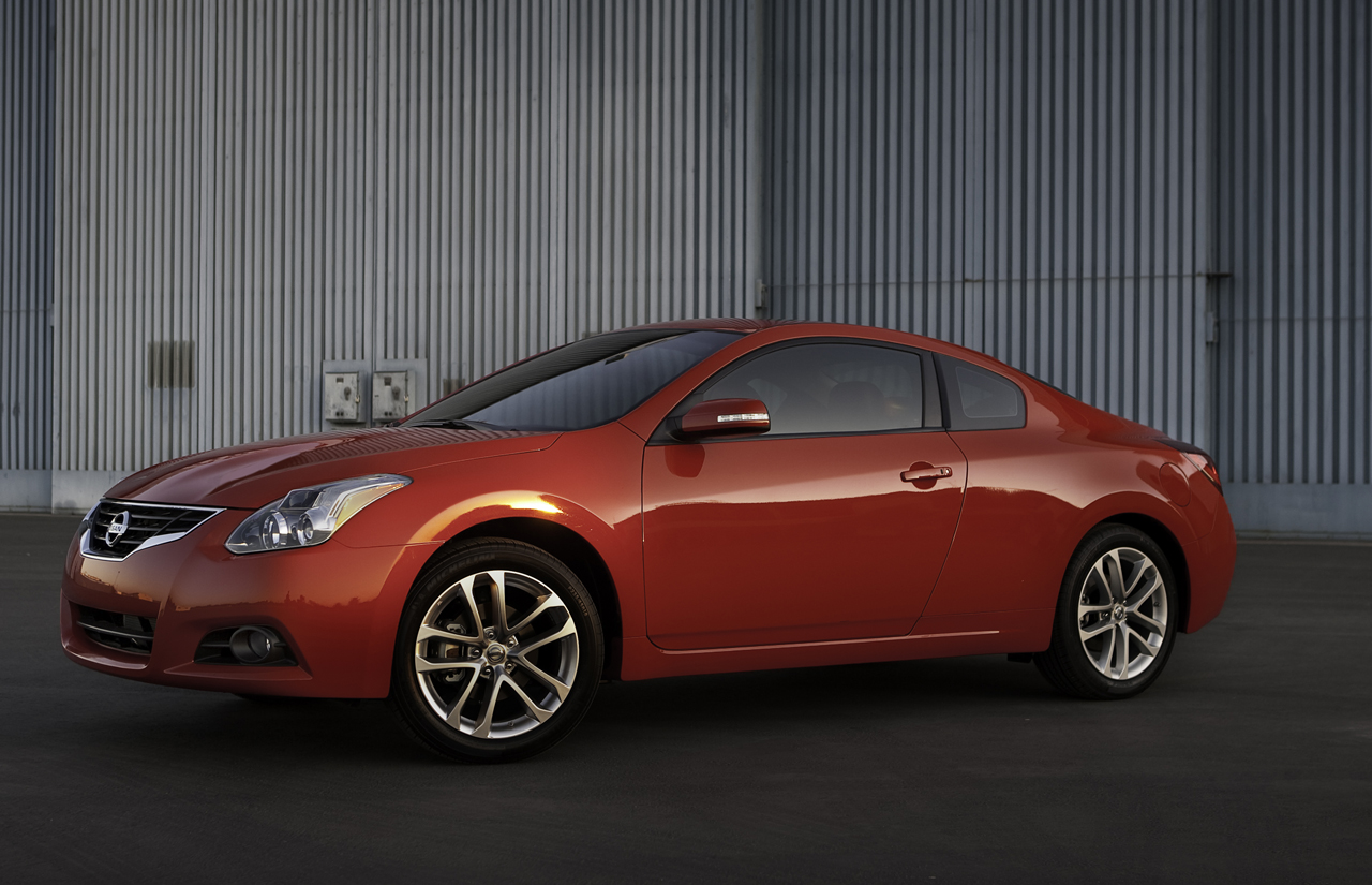 2010 nissan altima coupe photo gallery autoblog. Black Bedroom Furniture Sets. Home Design Ideas