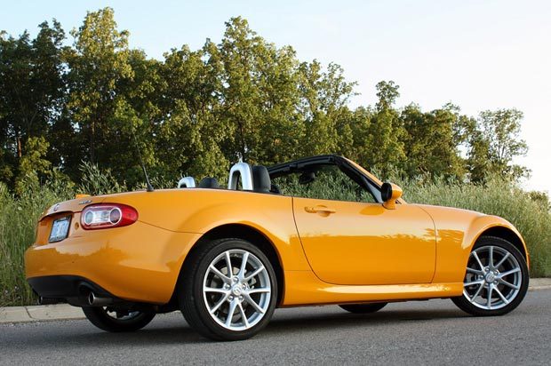 Review: 2009 Mazda MX-5 Miata is still the drive of our childhood ...