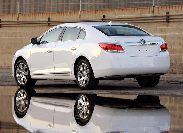 review 2010 buick lacrosse cxl aims upmarket and almost hits target autoblog. Black Bedroom Furniture Sets. Home Design Ideas