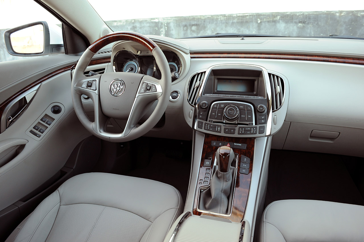 review 2010 buick lacrosse photo gallery autoblog. Black Bedroom Furniture Sets. Home Design Ideas