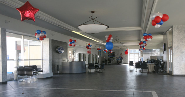 empty-auto-showroom-balloon-630-getty.jp
