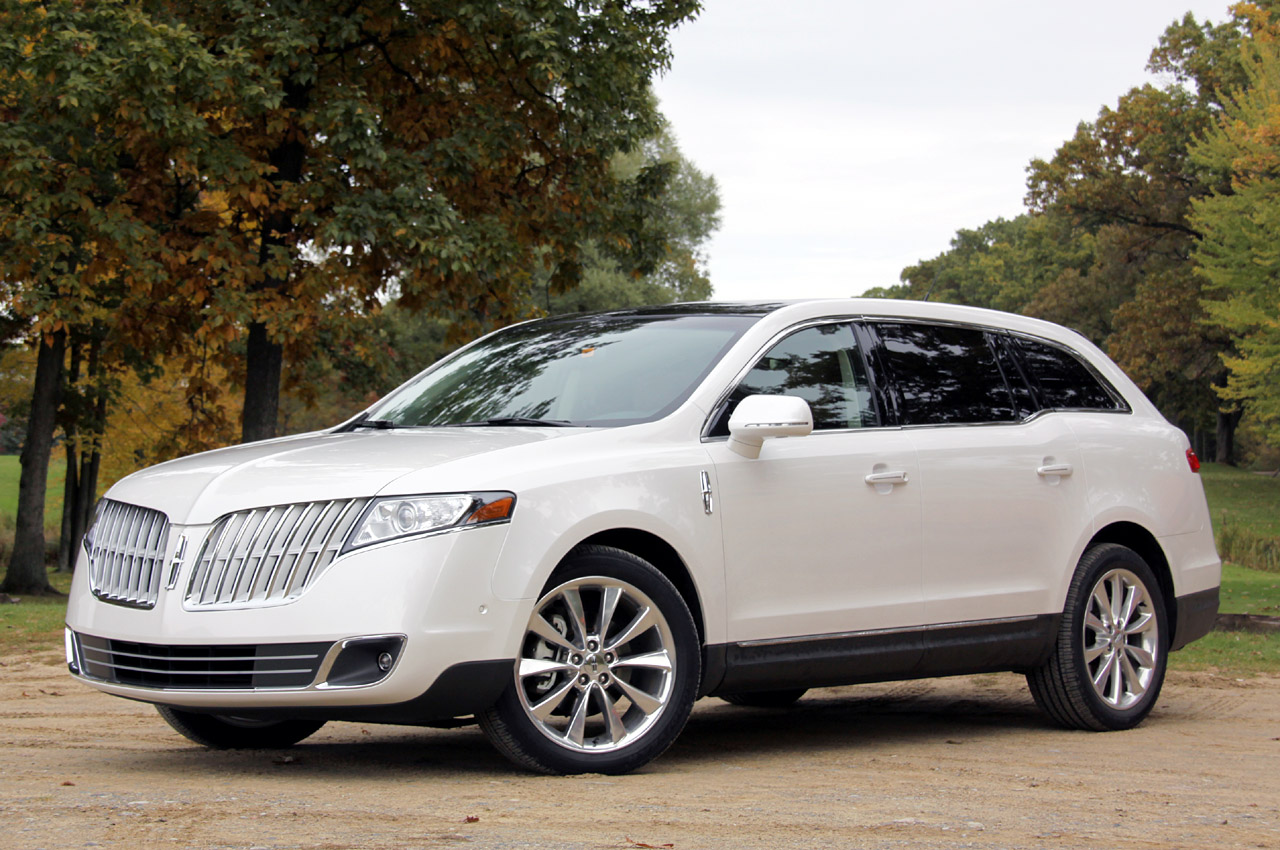 With the 2010 lincoln mkt the blue oval appears to have a very competent luxury cruiser that can stand up to the competition in terms of performance