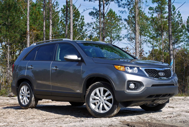 first drive 2011 kia sorento finally crosses over. Black Bedroom Furniture Sets. Home Design Ideas
