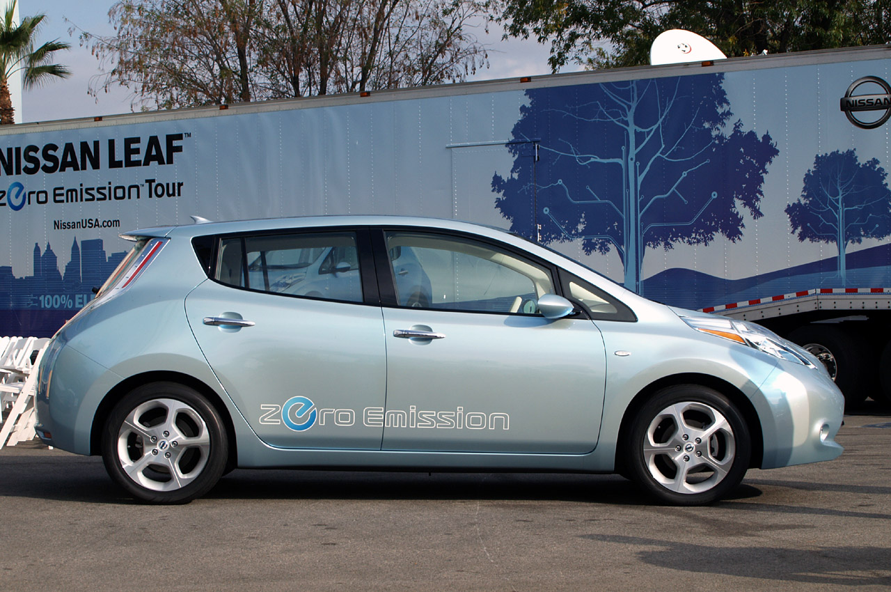 quick spin nissan leaf test mule photo gallery autoblog. Black Bedroom Furniture Sets. Home Design Ideas
