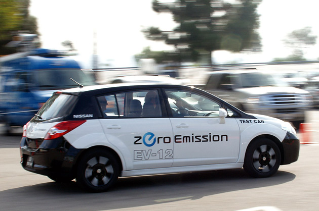 2012 nissan leaf reviews autoblog and new car test drive