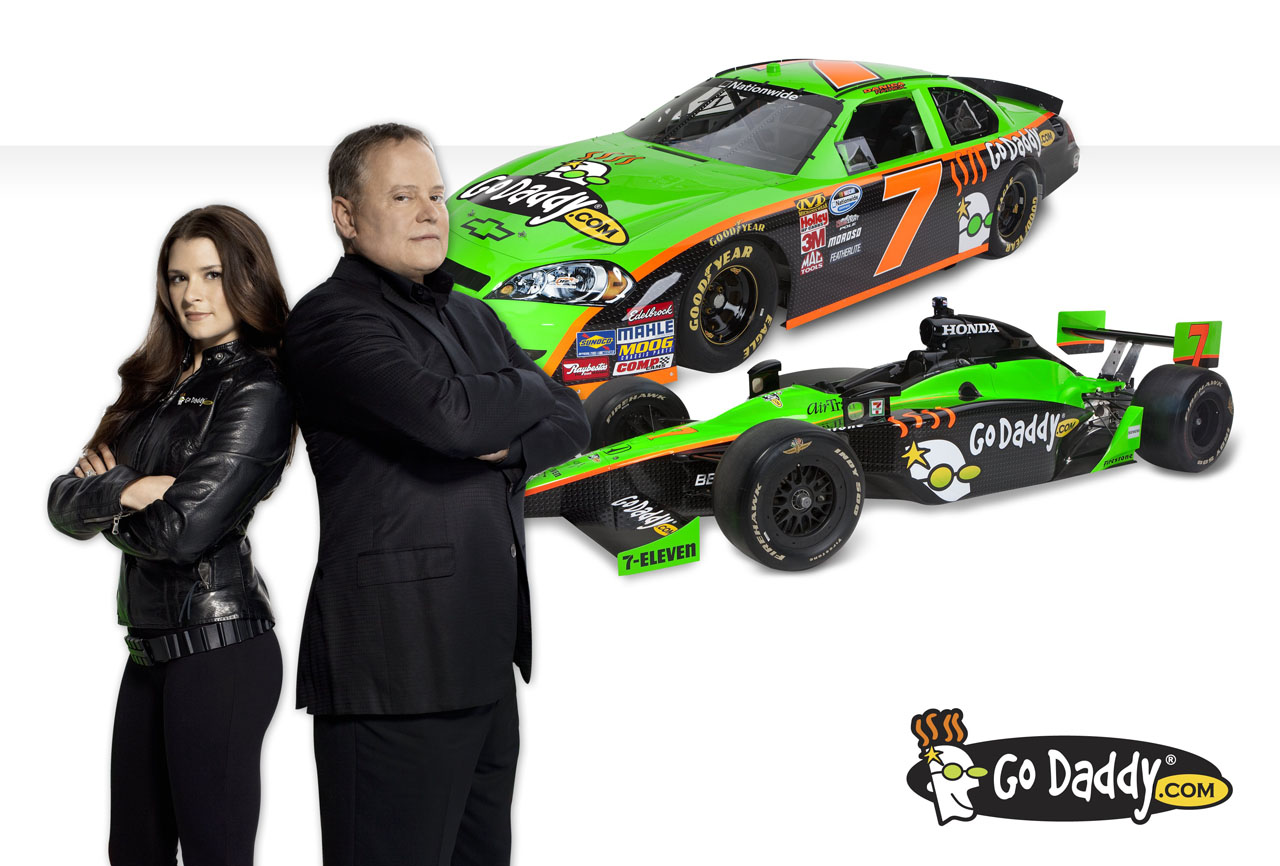 how to make a forum with godaddy