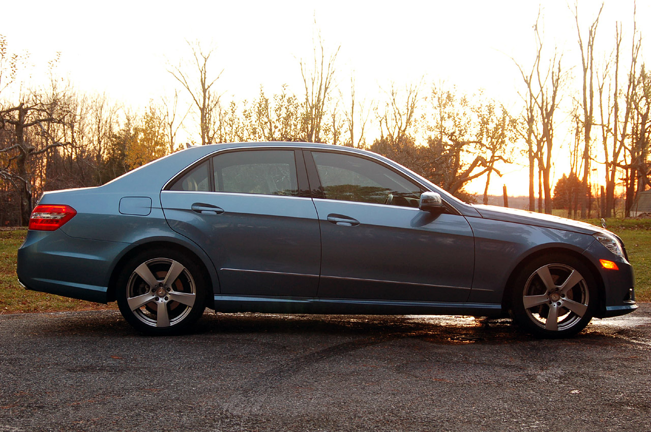 Review 2010 mercedes benz e350 4matic photo gallery for Mercedes benz e350 4matic 2010