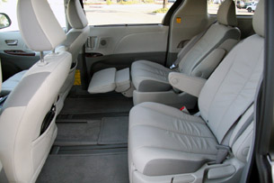 2011 Toyota Sienna Reviews - Autoblog and New Car Test Drive