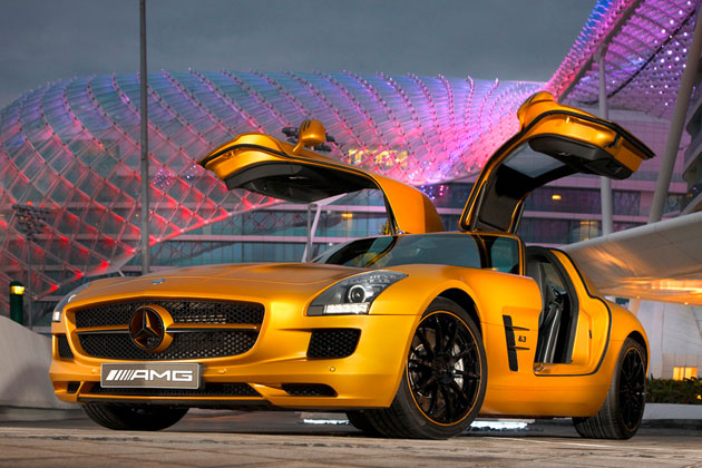 Mercedes-Benz SLS AMG in gold