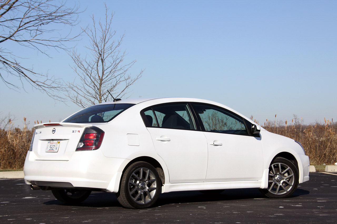 Review 2010 Nissan Sentra Se R Photo Gallery Autoblog