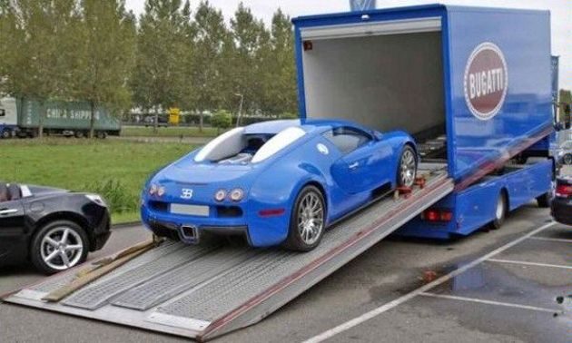 Bugatti Veyron with matching transporter