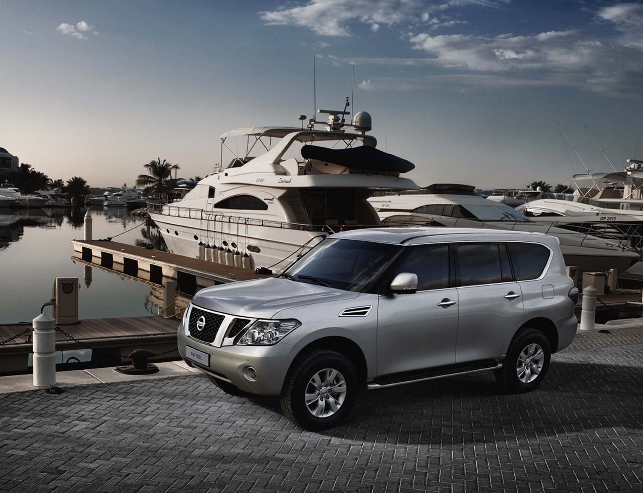 Nissan Patrol SUV Wallpaper
