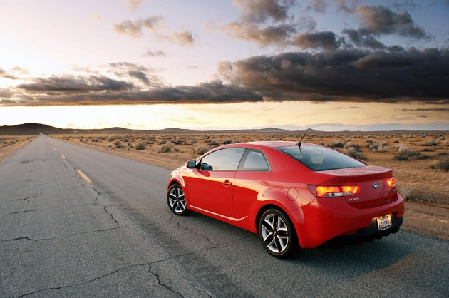 Review 2010 Kia Forte Koup SX a beauty queen that cant hide its