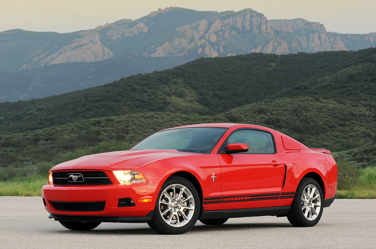 AUTO CARS NEW 2011  2011 Ford Mustang V6 Wallpaper