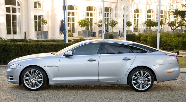 Awesome Review: 2011 Jaguar XJ Is Indisputably British And Not Afraid Of A Storm    Autoblog