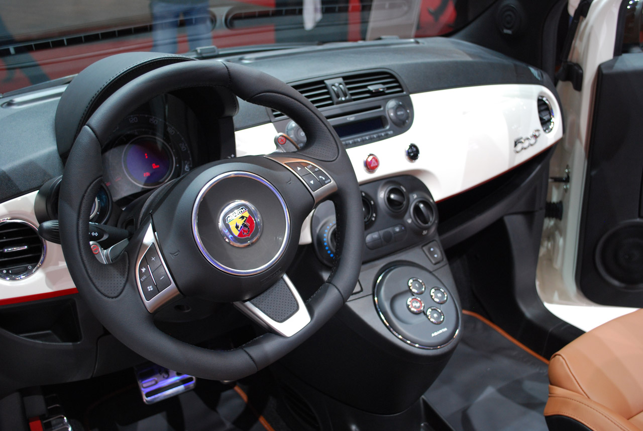abarth 500c in genf technik a500 a500c abarth forum. Black Bedroom Furniture Sets. Home Design Ideas