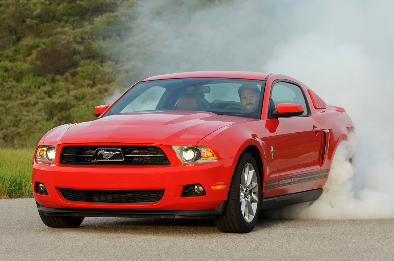 Mustang V6 burnout shows 305 HP put to good use - Autoblog