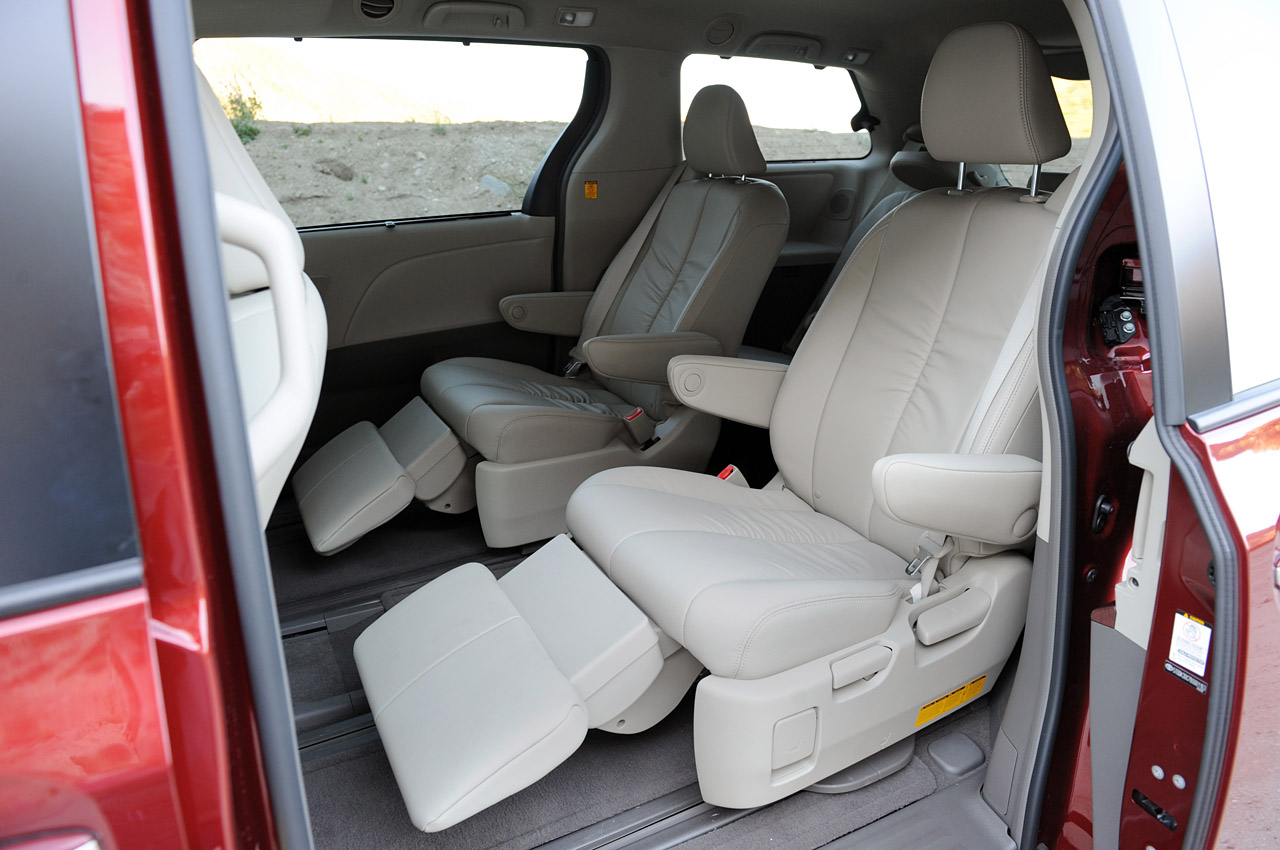 review 2011 toyota sienna photo gallery autoblog. Black Bedroom Furniture Sets. Home Design Ideas