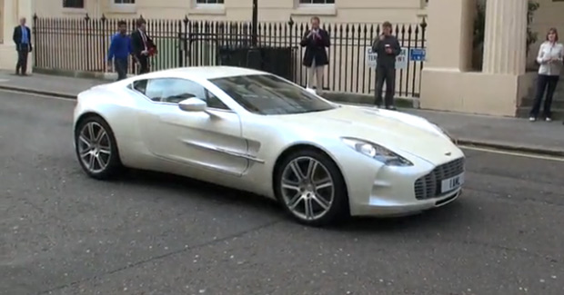 video white aston martin one 77 goes for a spin. Black Bedroom Furniture Sets. Home Design Ideas
