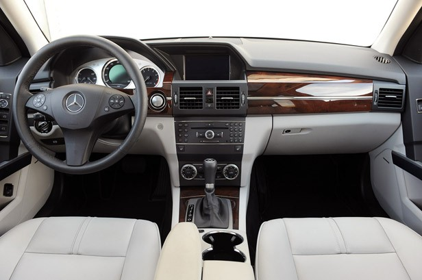 review 2010 mercedes benz glk350 4matic is more than just. Black Bedroom Furniture Sets. Home Design Ideas