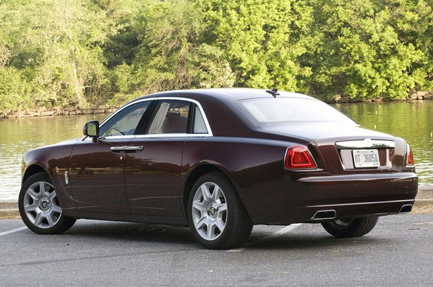 first drive 2010 rolls royce ghost is smaller in size. Black Bedroom Furniture Sets. Home Design Ideas