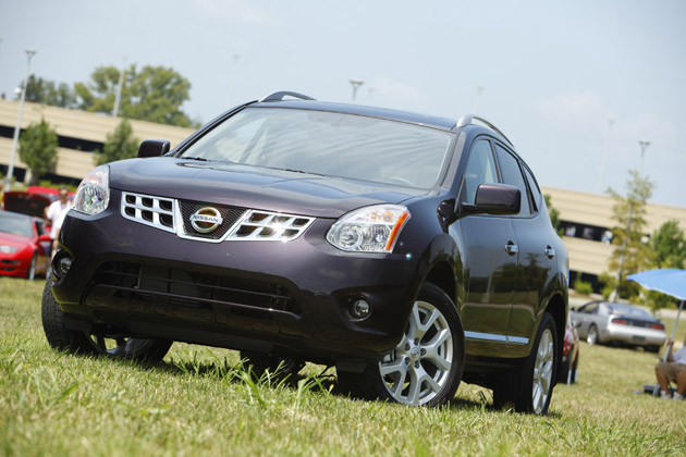 2011 nissan rogue shows up at 2010 z car convention. Black Bedroom Furniture Sets. Home Design Ideas