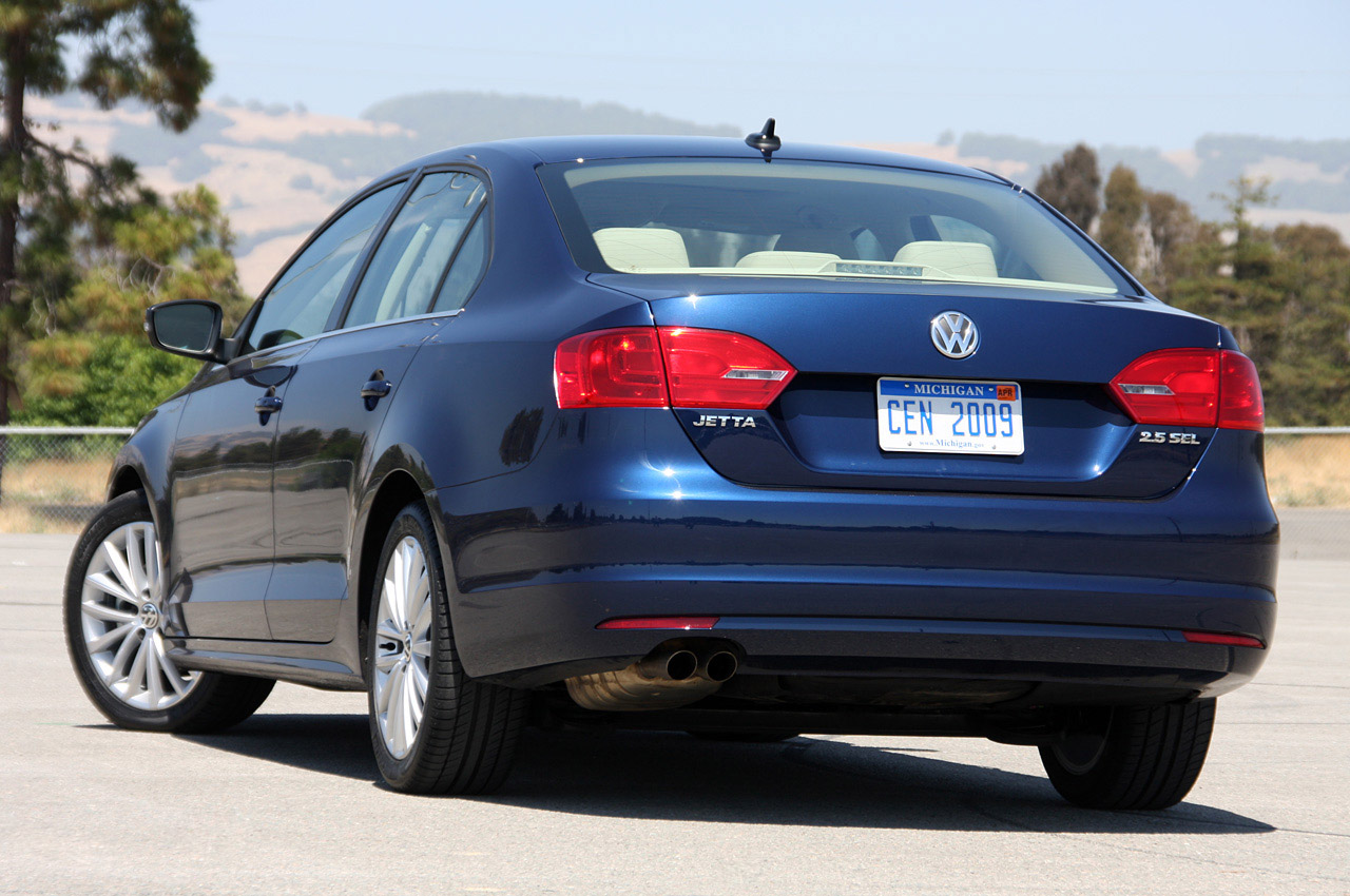 2014 VW Jetta brooms loathed 5-cylinder, beam axle rear suspension - Autoblog