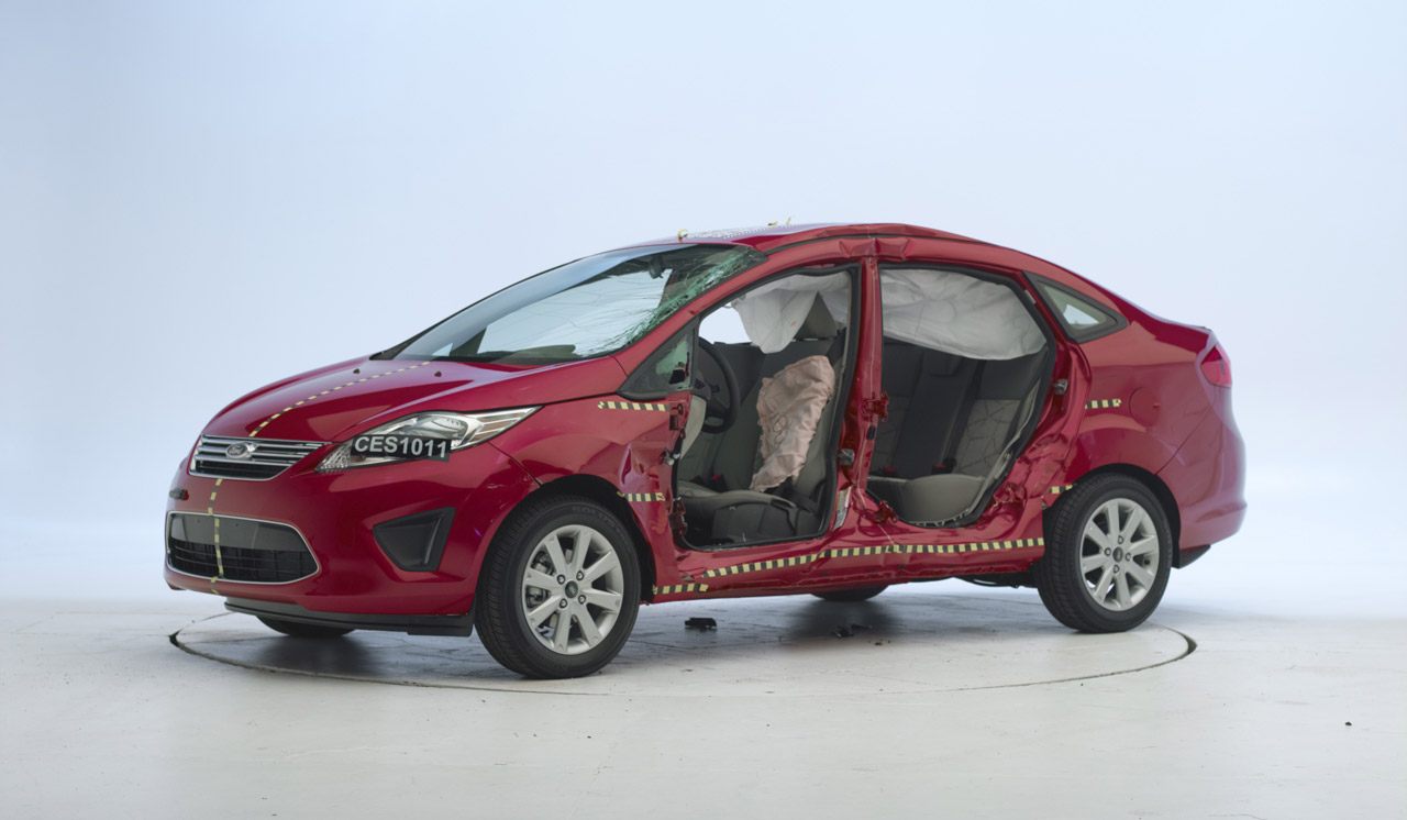 crash test ford fiesta 2010. Black Bedroom Furniture Sets. Home Design Ideas