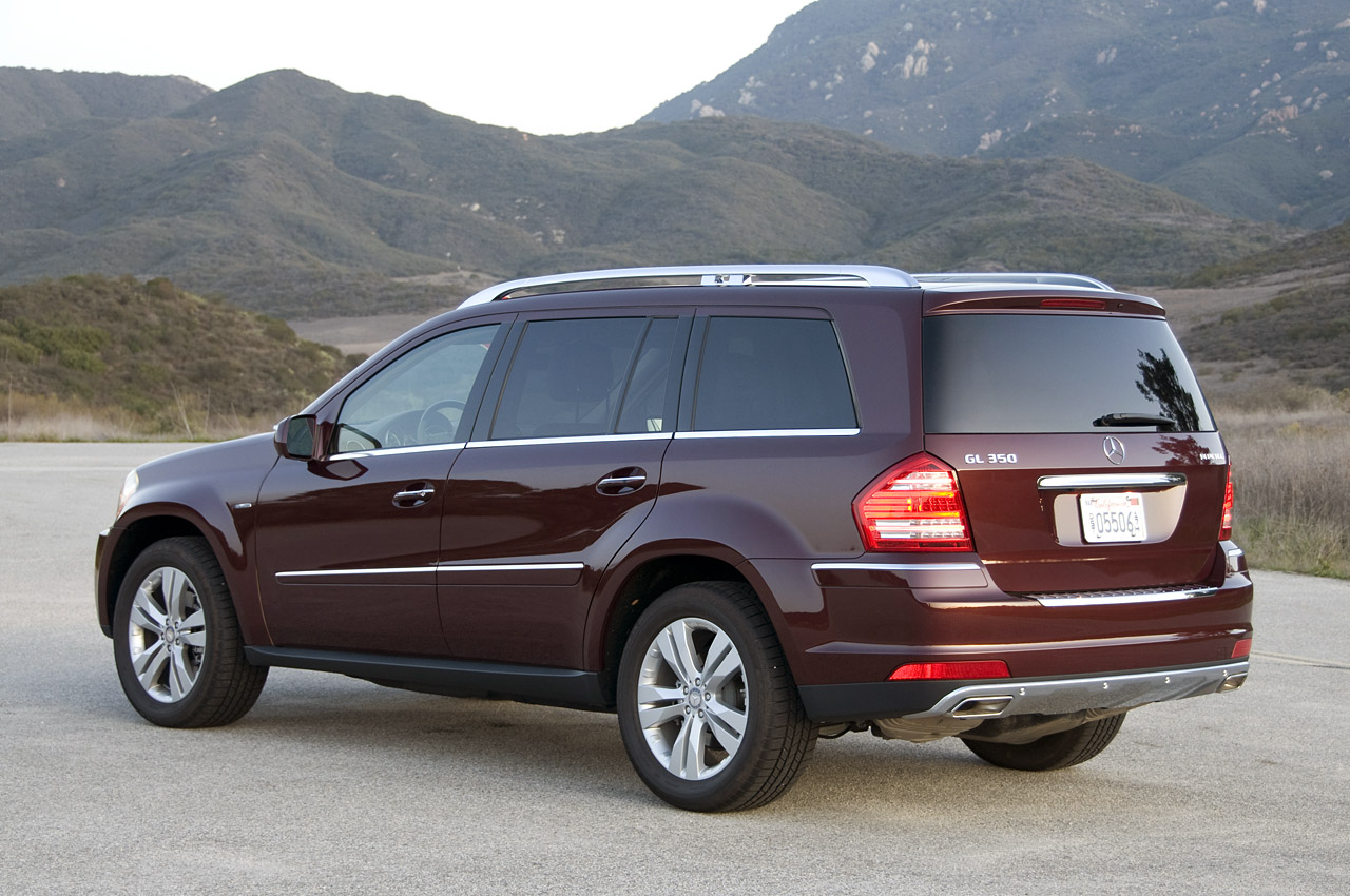 Review 2010 mercedes benz gl350 bluetec photo gallery for Mercedes benz gl 2010