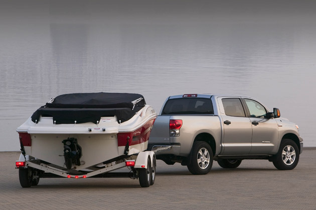 toyota lowers tow rating of tundra but it 39 s a good thing. Black Bedroom Furniture Sets. Home Design Ideas
