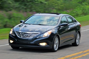 review 2011 hyundai sonata gls autoblog. Black Bedroom Furniture Sets. Home Design Ideas