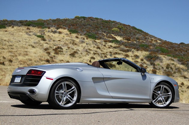 2011 Audi R8 V10 Spyder rear view