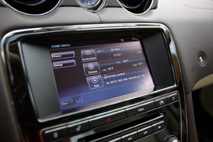 2011 Jaguar XJL navigation system