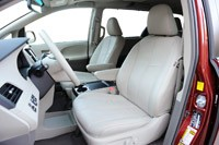2011 Toyota Sienna front seats