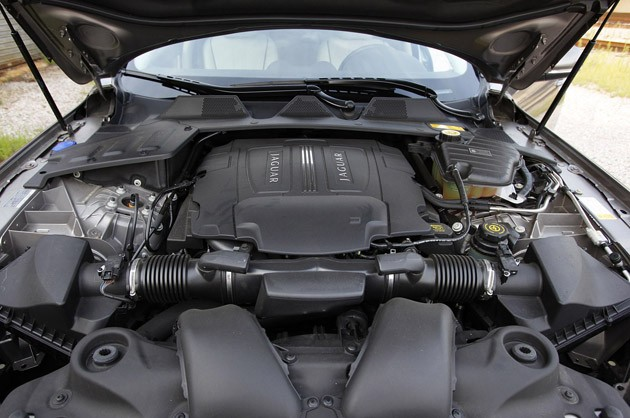 2011 Jaguar XJL 5.0-liter V8 engine