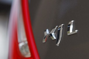 2011 Jaguar XJL model emblem