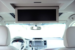 2011 Toyota Sienna dual view screen