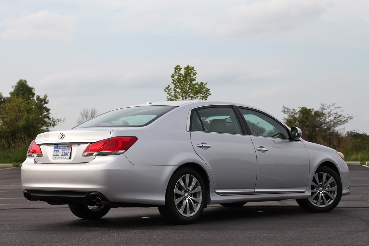 2011 Toyota Avalon Review Photo Gallery Autoblog