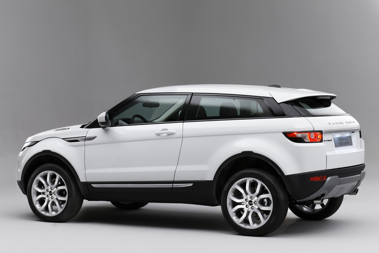 2012 range rover evoque officially priced from 43 995 with 28 hwy mpg autoblog. Black Bedroom Furniture Sets. Home Design Ideas