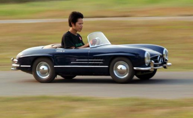 Harrington Group replica Mercedes-Benz 300 SL for kids