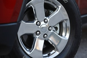 2011 Jeep Grand Cherokee wheel