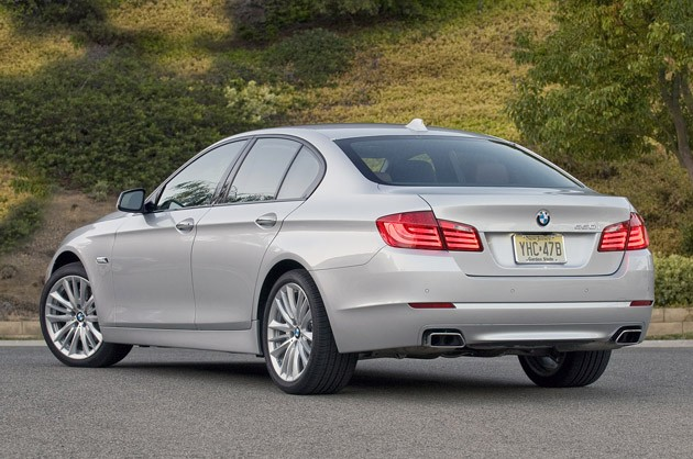 2011 BMW 550i rear 3/4 view
