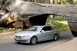 2011 BMW 550i front 3/4 view
