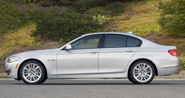 2011 BMW 550i side view