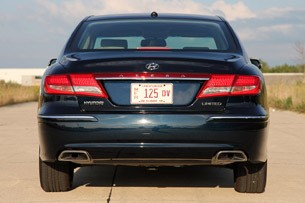 2011 Hyundai Azera Limited rear view