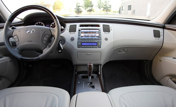 2011 Hyundai Azera Limited interior