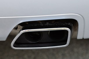 2011 BMW 550i tailpipe